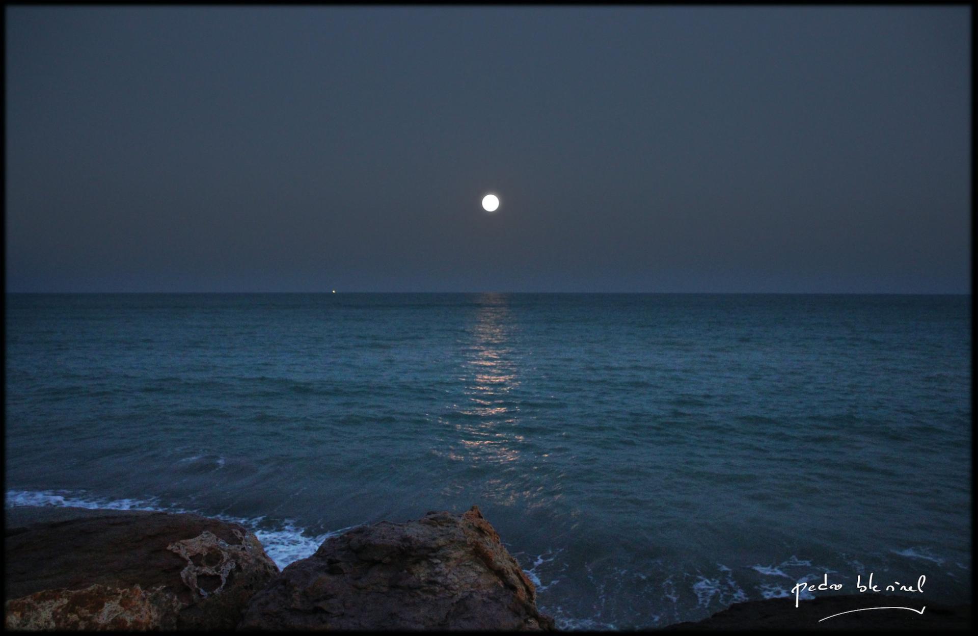 la lune se lève
