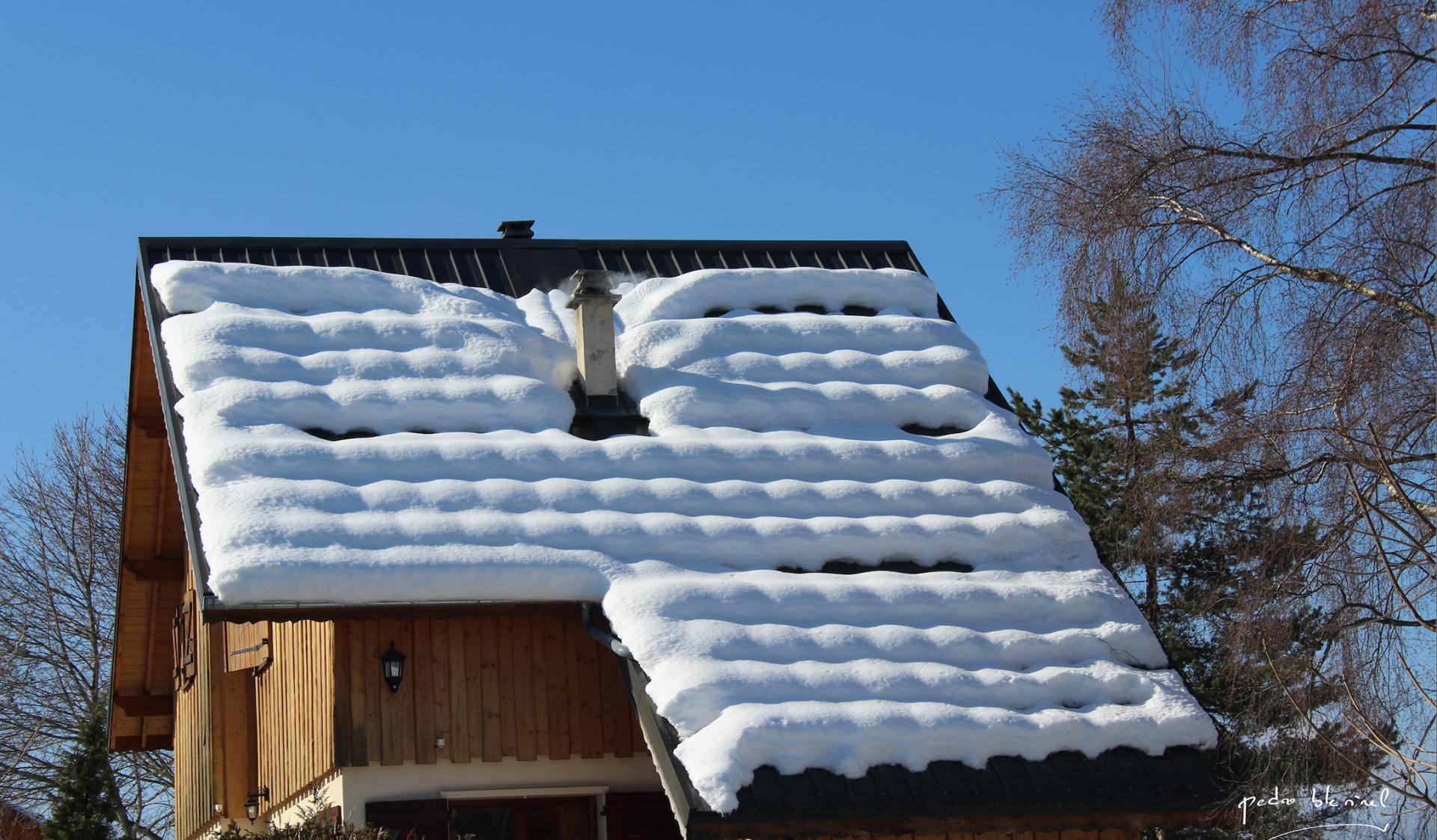 toit sous la neige