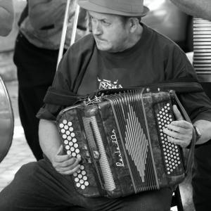 accordéoniste heureux