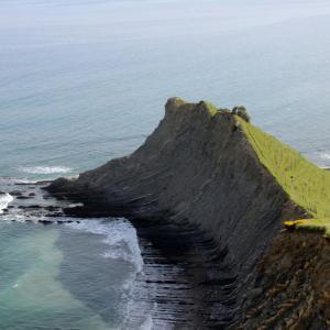 voici qu'une île est en partance